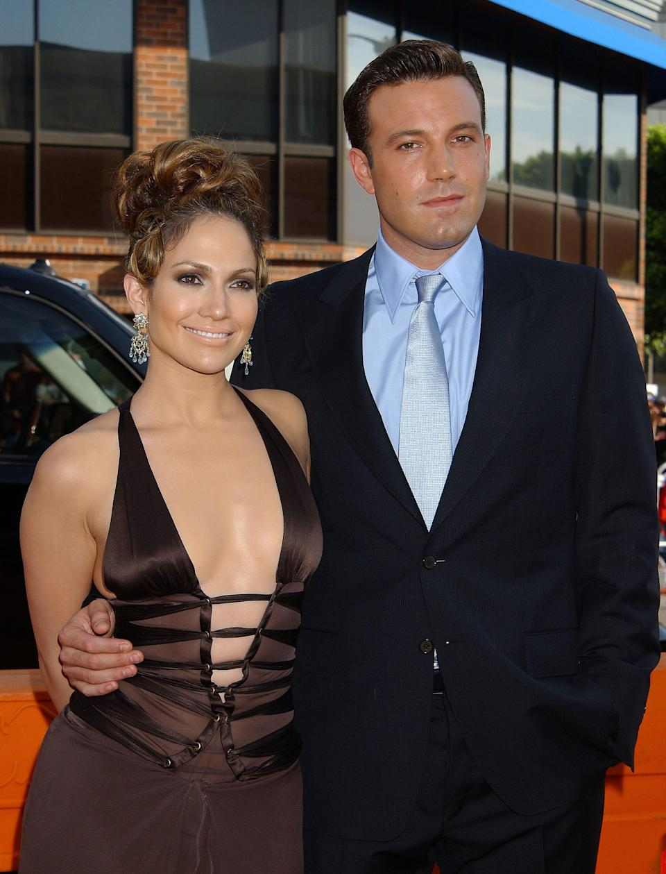"""Jennifer Lopez and Ben Affleck posing together at the premiere of """"Gigli."""""""