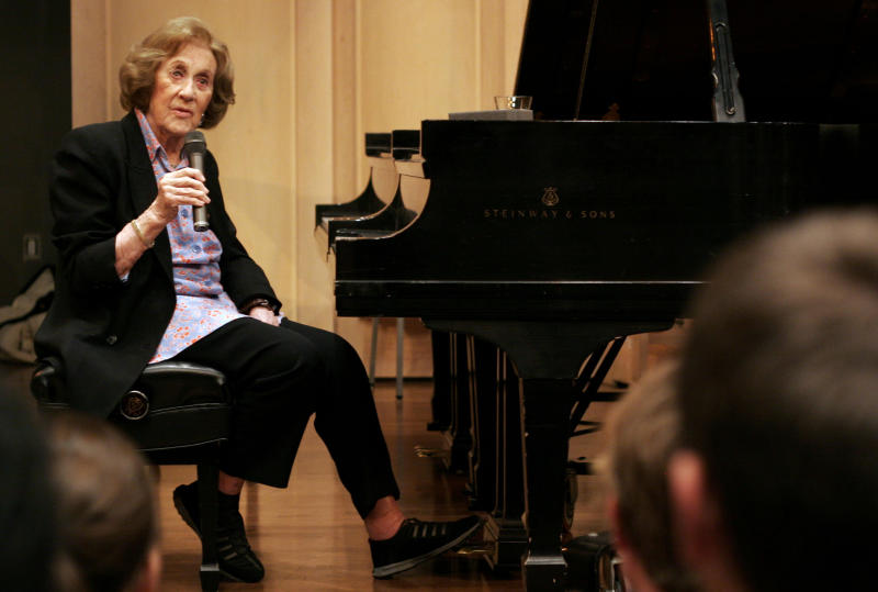 """FILE - In this Nov. 13, 2007, file photo, Marian McPartland talks with students at the University of South Carolina during a master class at the School of Music in Columbia, S.C. McPartland, 95, the legendary jazz pianist and host of the National Public Radio show """"Piano Jazz,"""" died of natural causes Tuesday, Aug. 20, 2013 at her Port Washington home on Long Island, NY (AP Photo/Brett Flashnick, File)"""