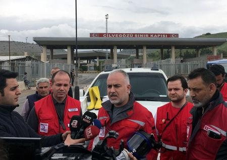 Head of the Turkish Red Crescent, Kerem Kinik talks to media at Cilvegozu border gate, located opposite of Syrian commercial crossing point Bab al-Hawa in Hatay province, Turkey, April 8, 2017. REUTERS/Tuvan Gumrukcu