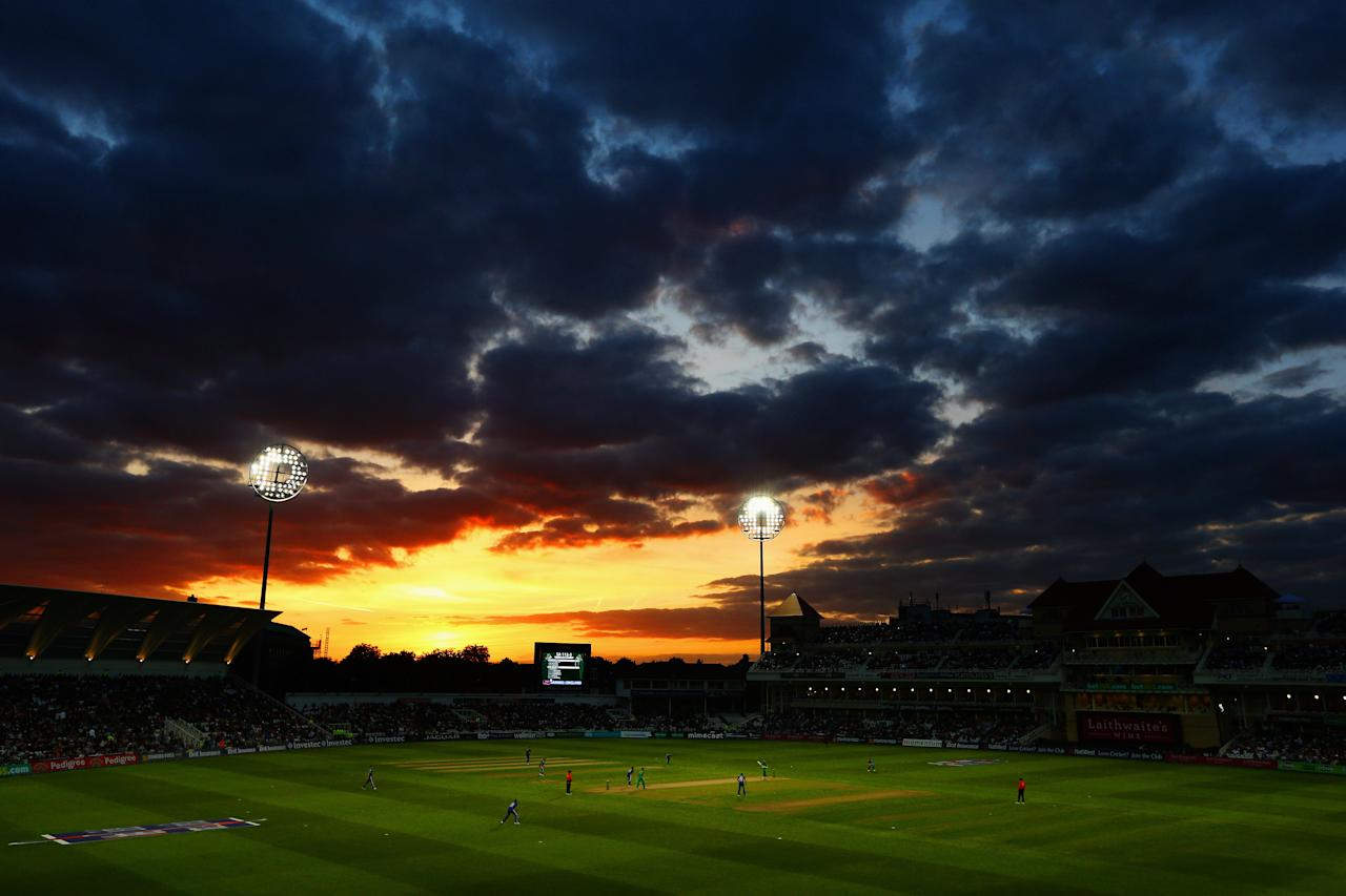 NOTTINGHAM, ENGLAND - SEPTEMBER 05:  The Sun sets as Hashim Amla and AB de Villiers of South Africa add to the runs total for South Africa during the Fifth NatWest Series One Day International match between England and South Africa at Trent Bridge on September 5, 2012 in Nottingham, England.  (Photo by Paul Gilham/Getty Images)
