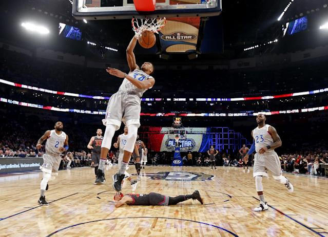 "<a class=""link rapid-noclick-resp"" href=""/nba/players/4612/"" data-ylk=""slk:Stephen Curry"">Stephen Curry</a> (prostrate) displays an All-Star Game-appropriate commitment to defense. (AP)"