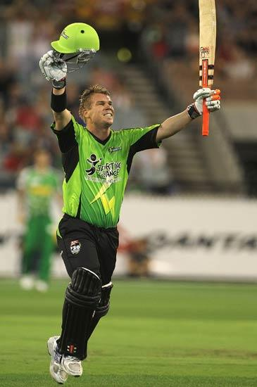 MELBOURNE, AUSTRALIA - DECEMBER 17:  David Warner of the Thunder reaches his century during the T20 Big Bash League match between the Melbourne Stars and the Sydney Thunder at Melbourne Cricket Ground on December 17, 2011 in Melbourne, Australia.  (Photo by Hamish Blair/Getty Images)