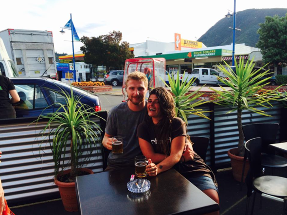 British backpacker has date with handsome stranger after leaving love note at the beach