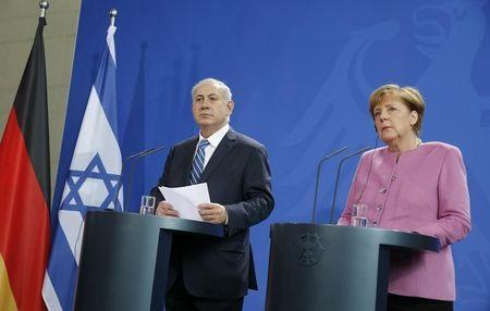 Israeli PM Netanyahu and German Chancellor Merkel address a news conference at the Chancellery in Berlin
