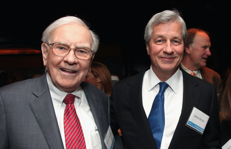 Berkshire Hathaway CEO Warren Buffett and JPMorgan Chase CEO Jamie Dimon. (Getty Images)