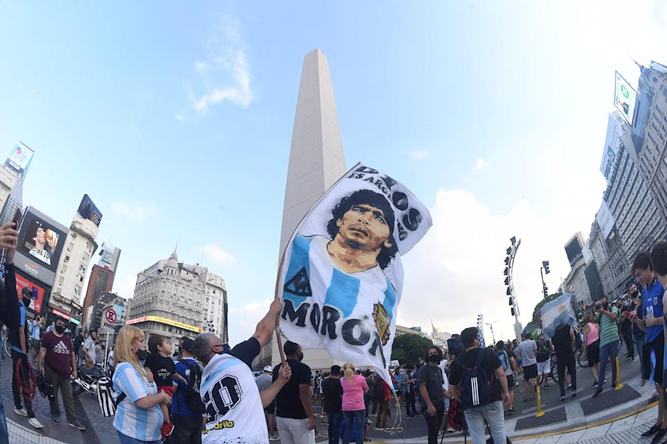 25 November 2020, Argentina, Buenos Aires: Fans wave Argentinean flags on the obelisk after the death of football star Diego Maradona died in a suburb of Buenos Aires. Photo: Fernando Gens/dpa (Photo by Fernando Gens/picture alliance via Getty Images)