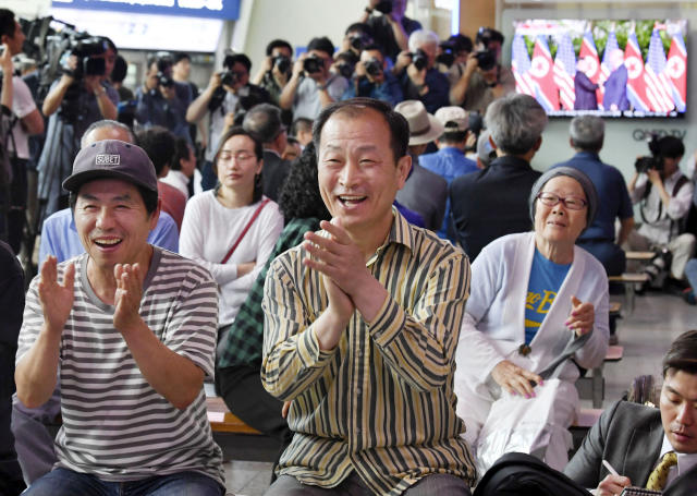 <p>At the Seoul Railway Station, people celebrate as they watch the news of President Trump meeting with North Korean leader Kim Jong Un on Tuesday. (Photo: Kyodo News via AP) </p>