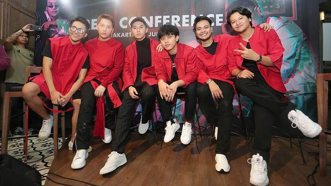 Smash launching single Fenomena (Bambang E. Ros/bintang.com)