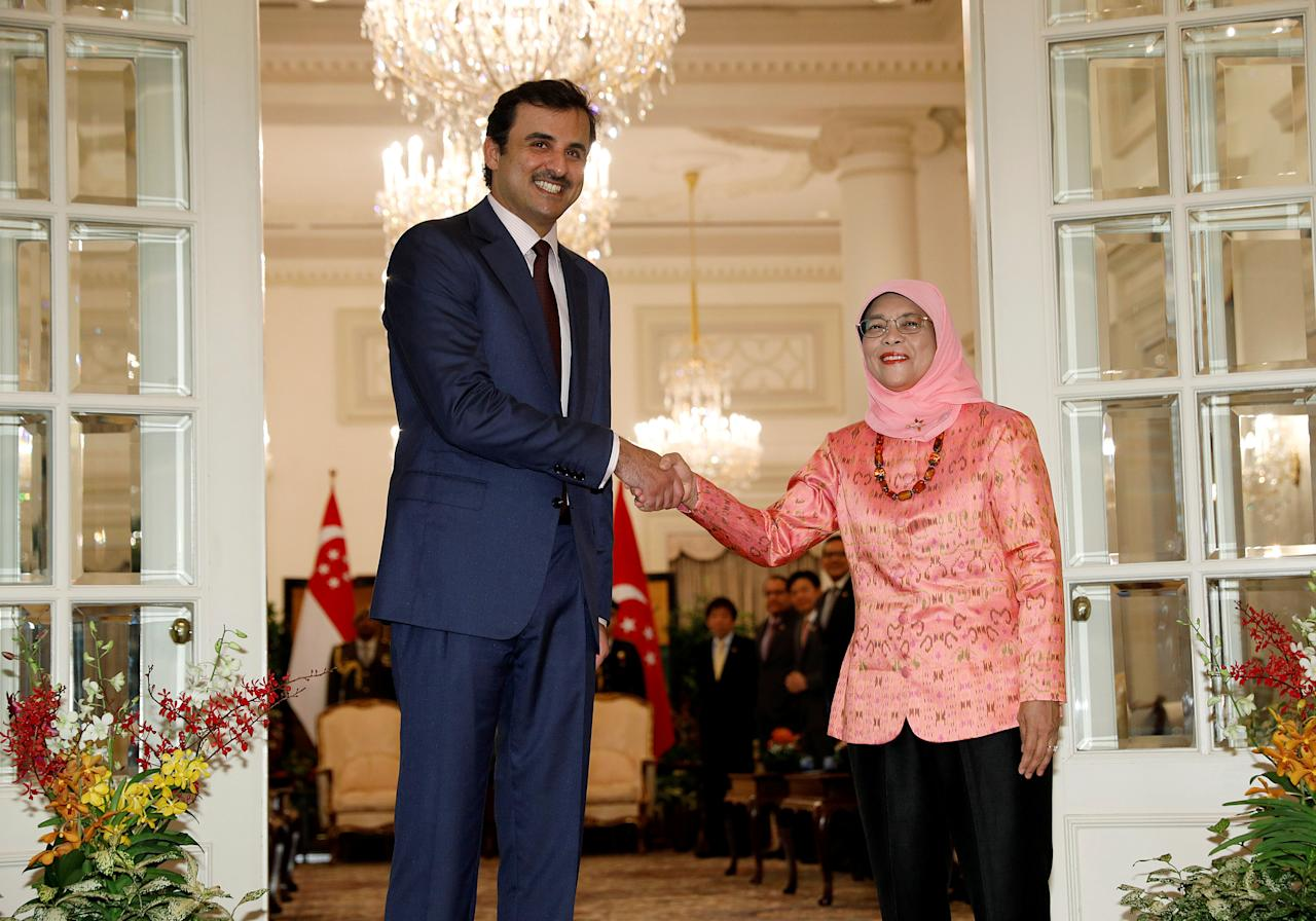 Qatar's Emir Sheikh Tamim bin Hamad al-Thani meets with Singapore's President Halimah Yacob at the Istana in Singapore October 17, 2017. REUTERS/Edgar Su
