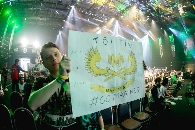 A fan with a sign for the GIGABYTE Marines in Sao Paulo, Brazil (Riot Games Brazil/lolesportsbr)