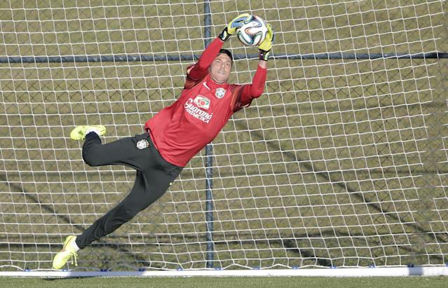 Brazil's national soccer team goalkeeper Julio Cesar practices during a training session at the Granja Comary training center in Teresopolis, Brazil, Sunday, June 8, 2014. Brazil play in group A of the 2014 soccer World Cup. (AP Photo/Andre Penner)