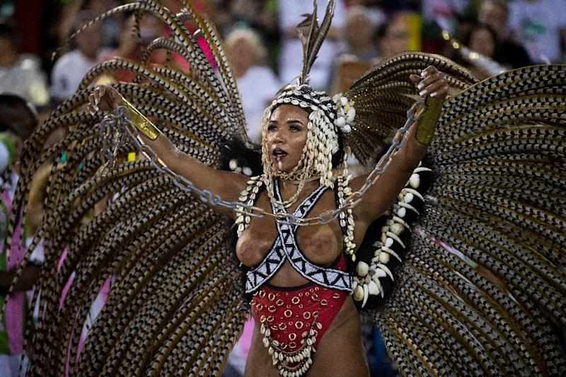 A Mangueira school dancers performs on the second night of Rio's Carnival parade at the Sambadrome in Rio de Janeiro (AFP Photo/Mauro Pimentel)