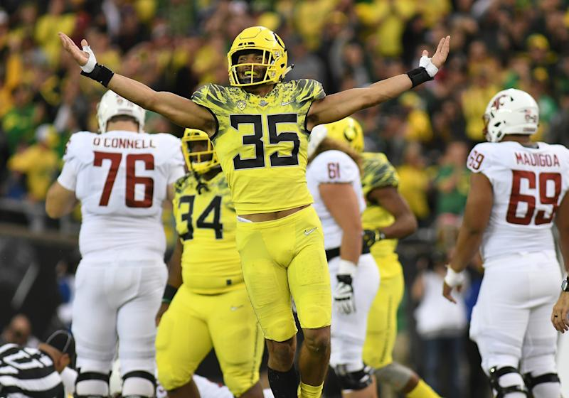 EUGENE, OR - OCTOBER 07: University of Oregon ILB Troy Dye (35) reacts to a turnover during a college football game between the Washington State Cougars and Oregon Ducks on October 7, 2017, at Autzen Stadium in Eugene, OR. (Photo by Brian Murphy/Icon Sportswire via Getty Images)