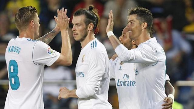 Real Madrid ditahan imbang Villarreal 2-2.