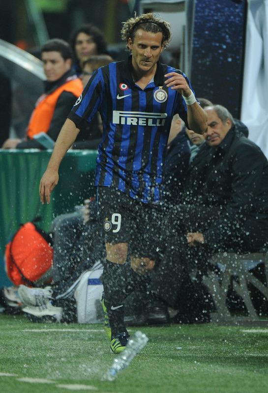 Inter Milan's Uruguayan forward Diego Forlan Corazo reacts after being substituted against Marseille during their second leg Champions League round of 16 football match in Milan's San Siro Stadium on March 13, 2012. AFP PHOTO / OLIVIER MORIN
