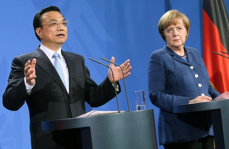 German Chancellor Angela Merkel (R) and China's Prime Minister Li Keqiang, in Berlin, Germany, on May 26, 2013