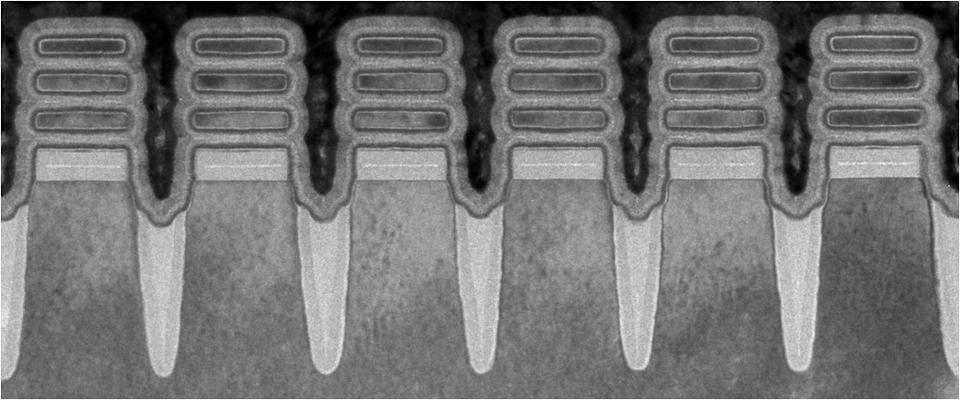 IBM's new 2-nanometer technology as seen using transmission electron microscopy. Two-nm is smaller than the width of a single strand of human DNA. (Image: IBM)