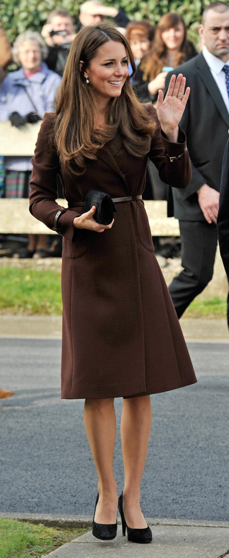 <p>Kate visited Grimsby in a chic brown Hobbs coat teamed with a black suede clutch and matching heels.</p><p><i>[Photo: PA]</i></p>