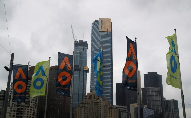 Smoke clears in Melbourne, organizers defend playing qualifiers