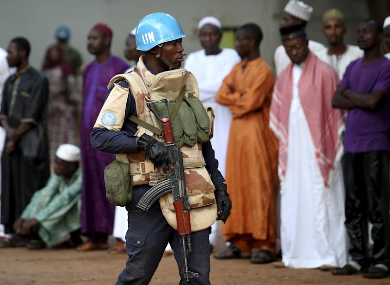A United Nations peacekeeper patrols inside Koudoukou Mosque before Pope Francis meets with the Imam Tidiani Moussa Naibi in Bangui, Central African Republic, November 30, 2015. REUTERS/Stefano Rellandini