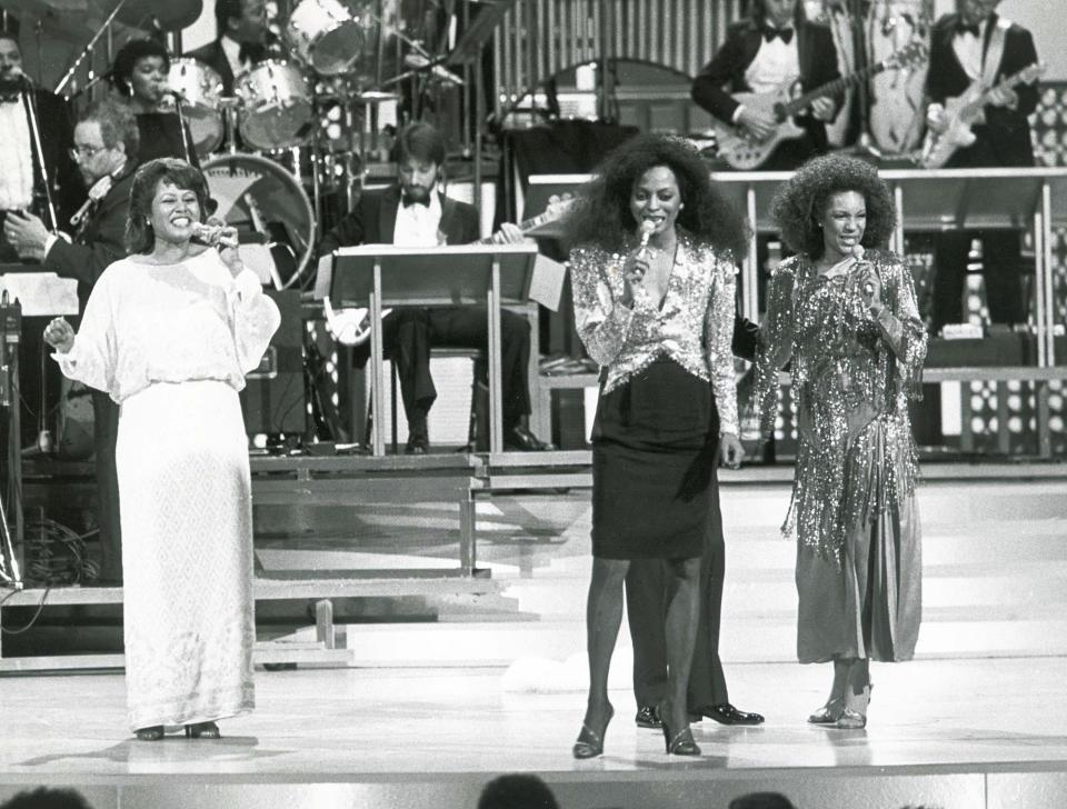 Rockefeller Plaza, New York, Diana Ross, Cindy Birdsong (left) and Mary Wilson (right)
