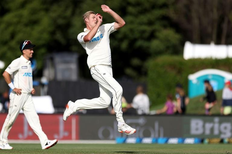 In a destructive three-over burst before lunch, Kyle Jamieson removed Abid Ali (25), Haris Sohail (one) and Fawad Alam (two) using his 2.3 metre (6ft 8in) frame to ruffle the batsmen