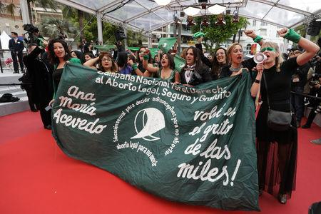 "72nd Cannes Film Festival - Screening of the documentary film ""Que Sea Ley"" (Let it be law) presented as part of special screenings - Cannes, France, May 18, 2019. Protesters demonstrate against the rejection of the law legalizing abortion in Argentina. REUTERS/Eric Gaillard"