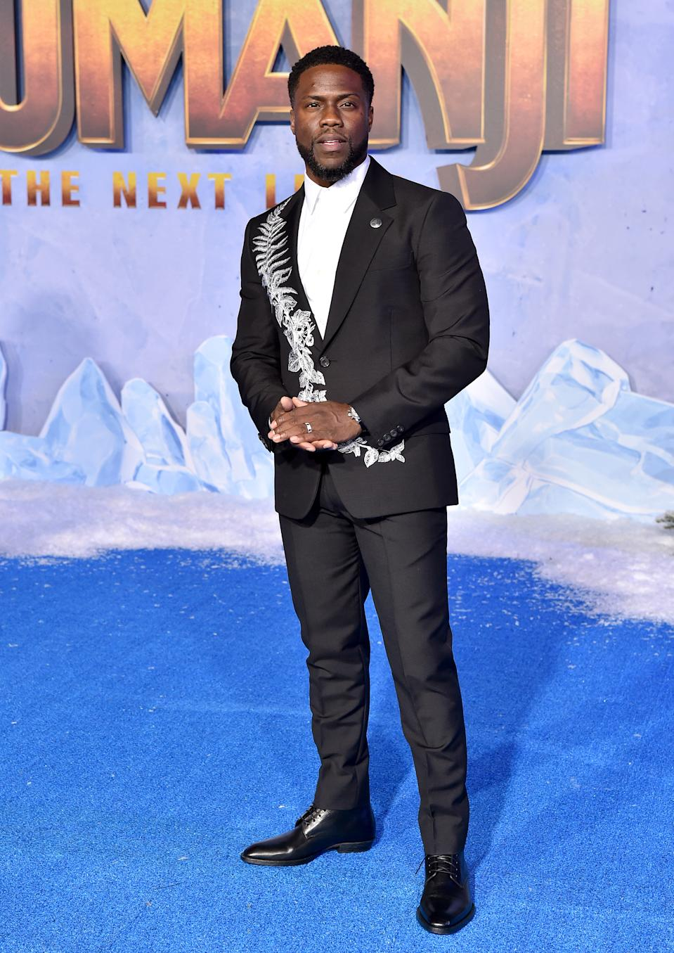 Kevin Hart embraces the Christmas theme. [Photo: Getty]