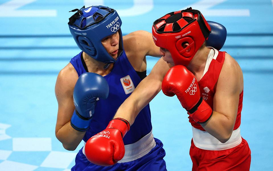 Lauren Price of Team Great Britain (red) exchanges punches with Nouchka Fontijn of Team Netherlands during the Women's Middle (69-75kg) Semifinal 1 on day fourteen of the Tokyo 2020 Olympic Games at Kokugikan Arena on August 06, 2021 in Tokyo, Japan. - Buda Mendes/Getty Images