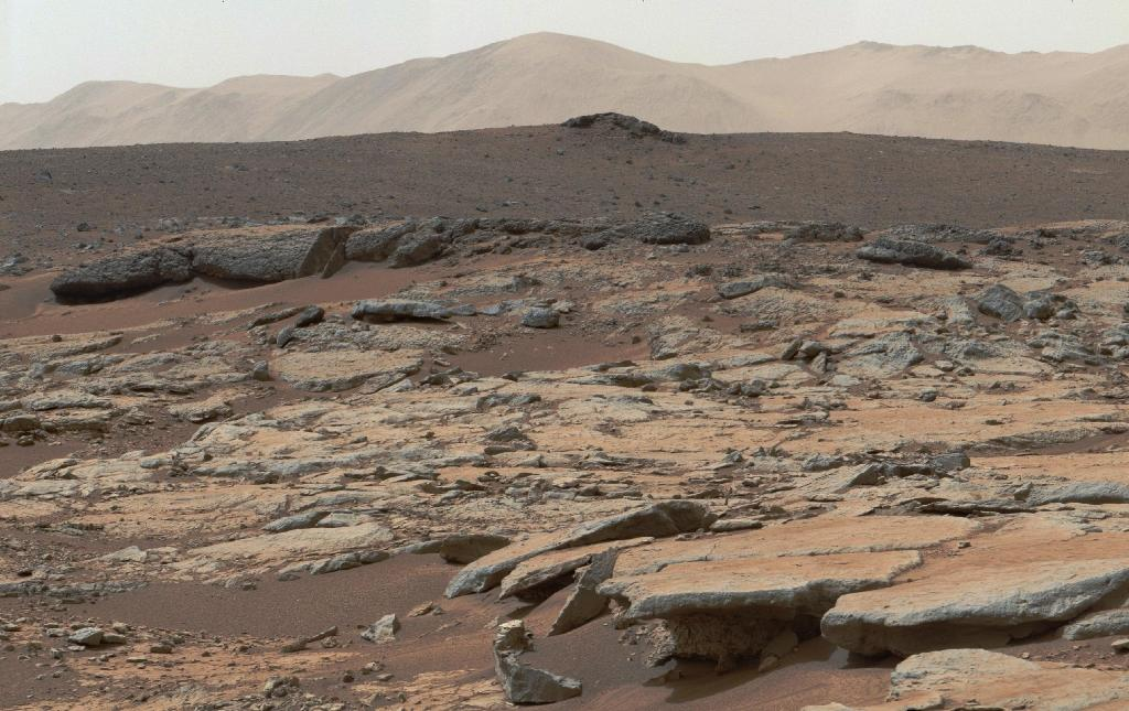 This image from NASA's Curiosity Mars rover released December 9, 2013 shows a series of sedimentary deposits in the Glenelg area of Gale Crater (AFP Photo/)