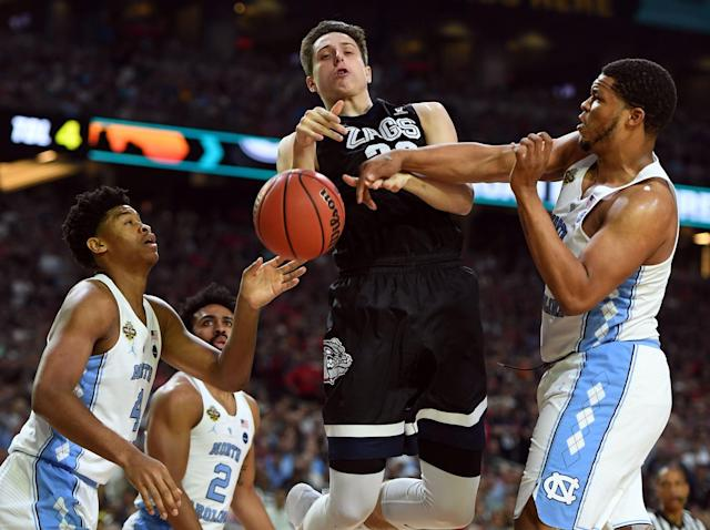<p>North Carolina Tar Heels forward Kennedy Meeks (3) knocks the ball away from Gonzaga Bulldogs forward Zach Collins (32) during the first half in the championship game of the 2017 NCAA Men's Final Four at University of Phoenix Stadium. Mandatory Credit: Robert Deutsch-USA TODAY Sports </p>