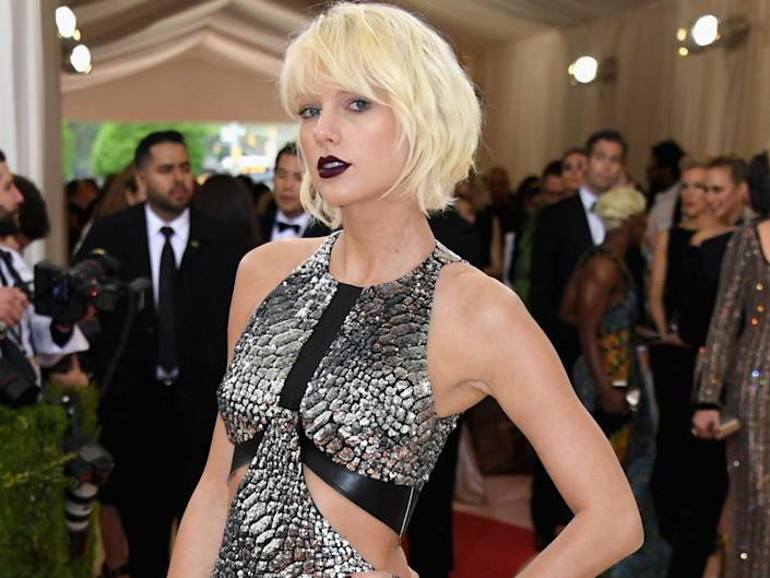 taylor swift wearing silver dress with platinum hair at the met gala in 2016