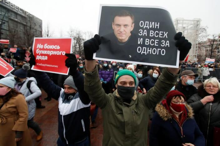 Navalny supporters protest his arrest