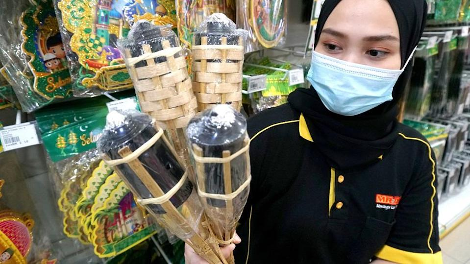 Home improvement retailer MR.DIY slashes prices on various Hari Raya essentials for the festive season. ― Picture courtesy of MR.DIY