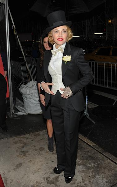 "Madonna arrives at the world premiere of ""Madonna: The MDNA Tour"" hosted by The Cinema Society and Dolce & Gabbana at the Paris Theatre on Tuesday, June 18, 2013 in New York. (Photo by Evan Agostini/Invision/AP)"
