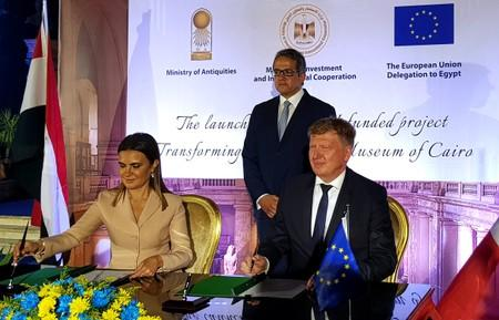 Ivan Surkos, Head of Eurpean Union Delegation to Egypt, and Sahar Nasr, Egypt's Minister of Investment and International Cooperation, sign an agreement for a European grant to renovate the Egyptian Museum in Cairo