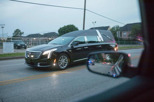 <p>The hearse carrying the body of former First Lady Barbara Bush makes it's way to St. Martin's Church in Houston, Texas in the predawn hours on April 20, 2018. (Photo: Daniel Kramer/AFP/Getty Images) </p>