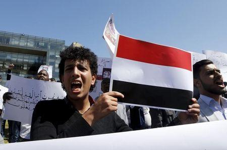 Arab students shout slogans, and carry banners and a Yemeni national flag during a protest against Saudi-led air strikes on Yemen, in front of the offices of the U.N. headquarters in Beirut April 1, 2015. REUTERS/Mohamed Azakir