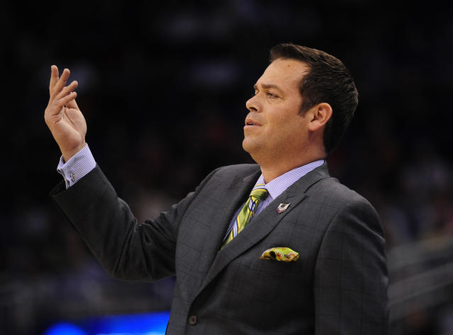 Steve Masiello reportedly completes his degree at Kentucky