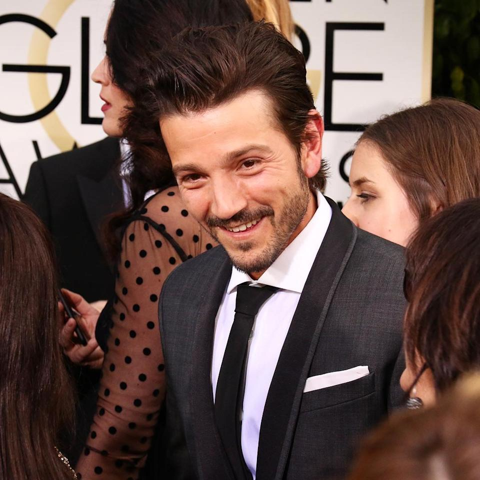 <p>Try not to swoon too hard, #rogueone fans. #diegoluna #starwars #goldenglobes (Photo: Giana Mucci/Yahoo) </p>