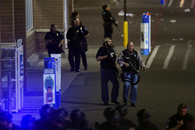 <p>Police enter the store after a shooting in Walmart. Thornton, CO. November 1, 2017 in Thornton, Colo. (Photo: Joe Amon/The Denver Post via Getty Images) </p>