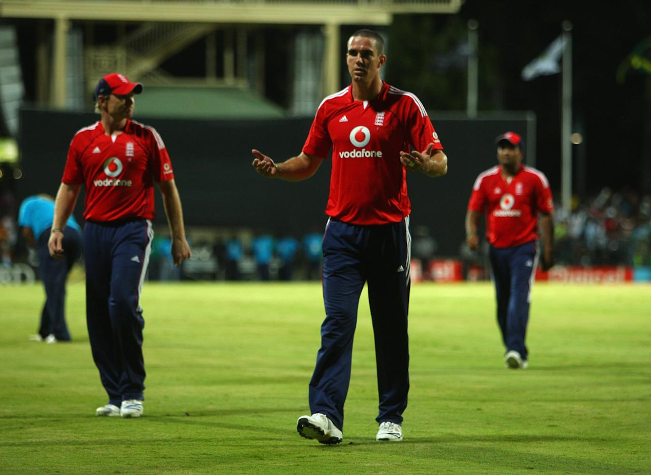 ST. JOHN'S, ANTIGUA AND BARBUDA - NOVEMBER 01: Kevin Pietersen of England walks off after losing the match during the Stanford Twenty20 Super Series 20/20 for 20 match between Stamford Superstars and England at the Stanford Cricket Ground on November 1, 2008 in St Johns, Antigua. (Photo by Tom Shaw/Getty Images)