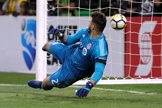 Soccer Football - CONCACAF Champions League Final Second Leg - Guadalajara vs Toronto FC - Estadio Akron, Guadalajara, Mexico - April 25, 2018 Toronto's Alex Bono in action during the penalty shoot out REUTERS/Henry Romero