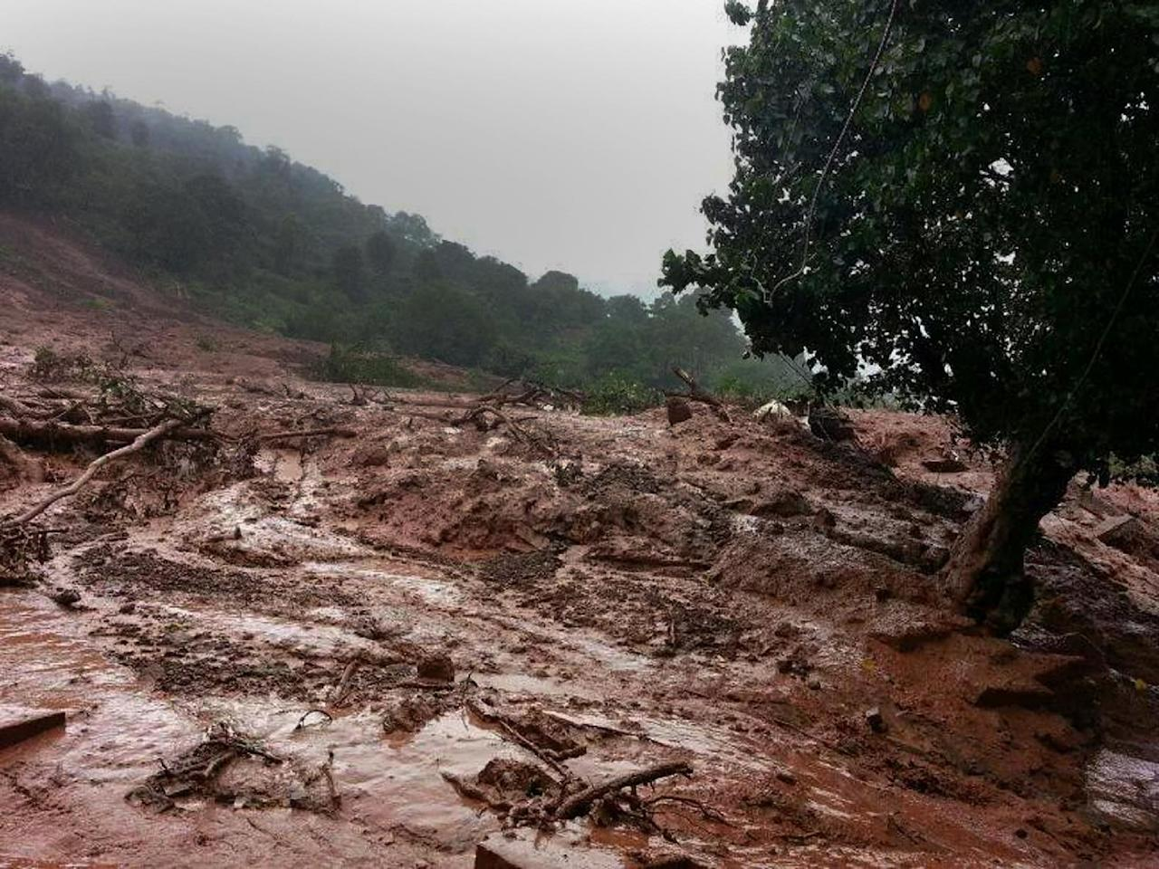 A mudslide is seen in Malin village, in India's western state of Maharashtra on July 30, 2014 (AFP Photo/)
