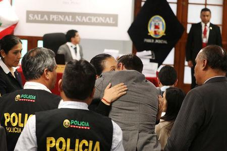 Opposition leader Keiko Fujimori hugs her husband Mark Vito after a judge ordered her back to jail pending a trial over allegations she used her conservative party to launder money for Brazilian construction company Odebrecht in Lima, Peru October 31, 2018. REUTERS/Mariana Bazo/Pool