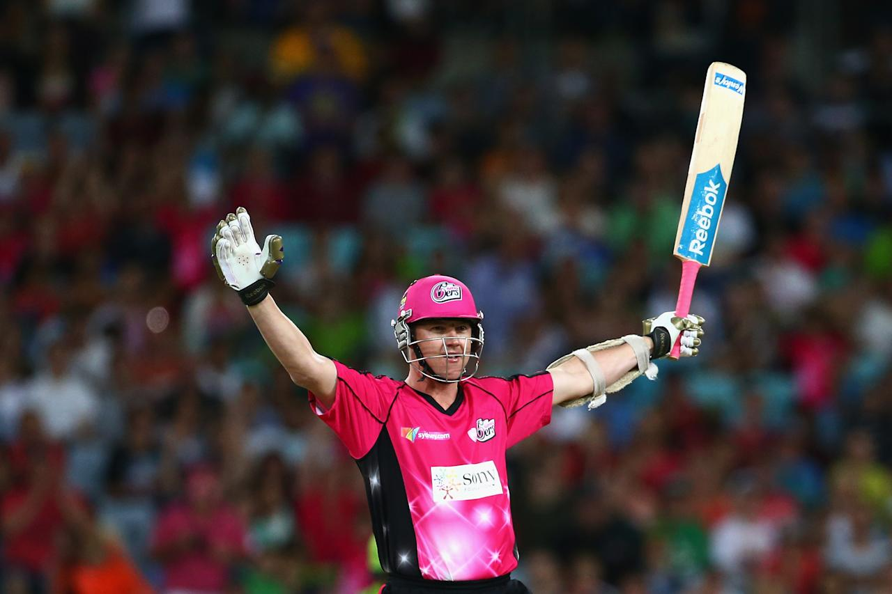 SYDNEY, AUSTRALIA - DECEMBER 30:  Brett Lee of the Sixers celebrates hitting the winning runs during the Big Bash League match between Sydney Thunder and the Sydney Sixers at ANZ Stadium on December 30, 2012 in Sydney, Australia.  (Photo by Mark Kolbe/Getty Images)