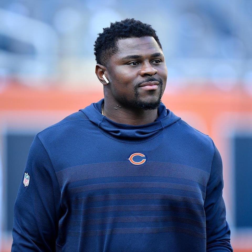 <p><strong>Position: </strong>Linebacker<br><strong>Relationship Status:</strong> Single<br><strong>What makes him so sexy:</strong> Aside from being the highest-paid defender in NFL history, Mack is also an amazing singer and songwriter. He even taught himself how to play guitar as a freshman in college. (Swoon!)</p>