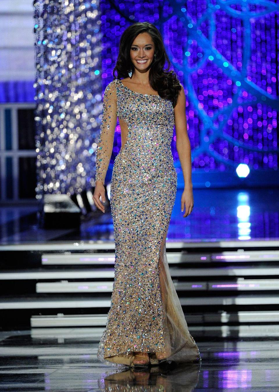 <p>One-shoulder dresses were huge back in 2013, and DaNae Couch of Texas makes this one look fabulous. </p>