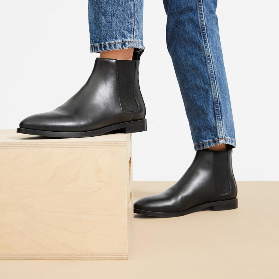 """<h3><a href=""""https://www.everlane.com/products/womens-new-chelsea-boot-black"""" rel=""""nofollow noopener"""" target=""""_blank"""" data-ylk=""""slk:Everlane The New Modern Chelsea Boot"""" class=""""link rapid-noclick-resp"""">Everlane The New Modern Chelsea Boot</a></h3><br>""""Flat Chelsea boots that can easily be slipped on and off going through security."""" <em>– Erin, travels a few times a year</em><br><br><strong>Everlane</strong> The New Modern Chelsea Boot - Black, $, available at <a href=""""https://www.everlane.com/products/womens-new-chelsea-boot-black"""" rel=""""nofollow noopener"""" target=""""_blank"""" data-ylk=""""slk:Everlane"""" class=""""link rapid-noclick-resp"""">Everlane</a>"""
