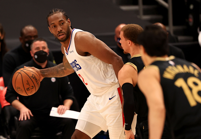 The Clippers' Kawhi Leonard looks to pass during a win over the Toronto Raptors on Tuesday.